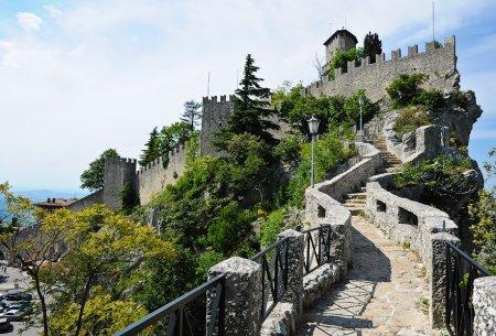 Светлейшая Республика Сан Марино – страна старинных замков и музеев.