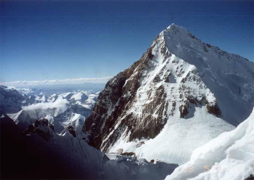 Власти Непала до осени запретили восхождения на Эверест