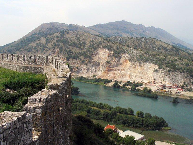 Албания планирует ввести временный безвизовый режим для россиян