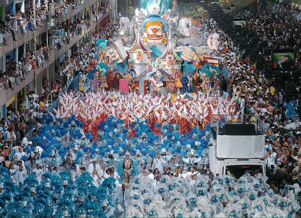 Самый грандиозный бразильский карнавал в Рио-де-Жанейро