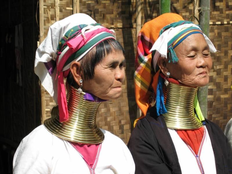Женщины-жирафы из племени падаунг