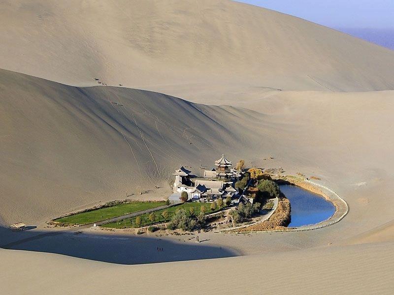Озеро Полумесяца - оазис в пустыне