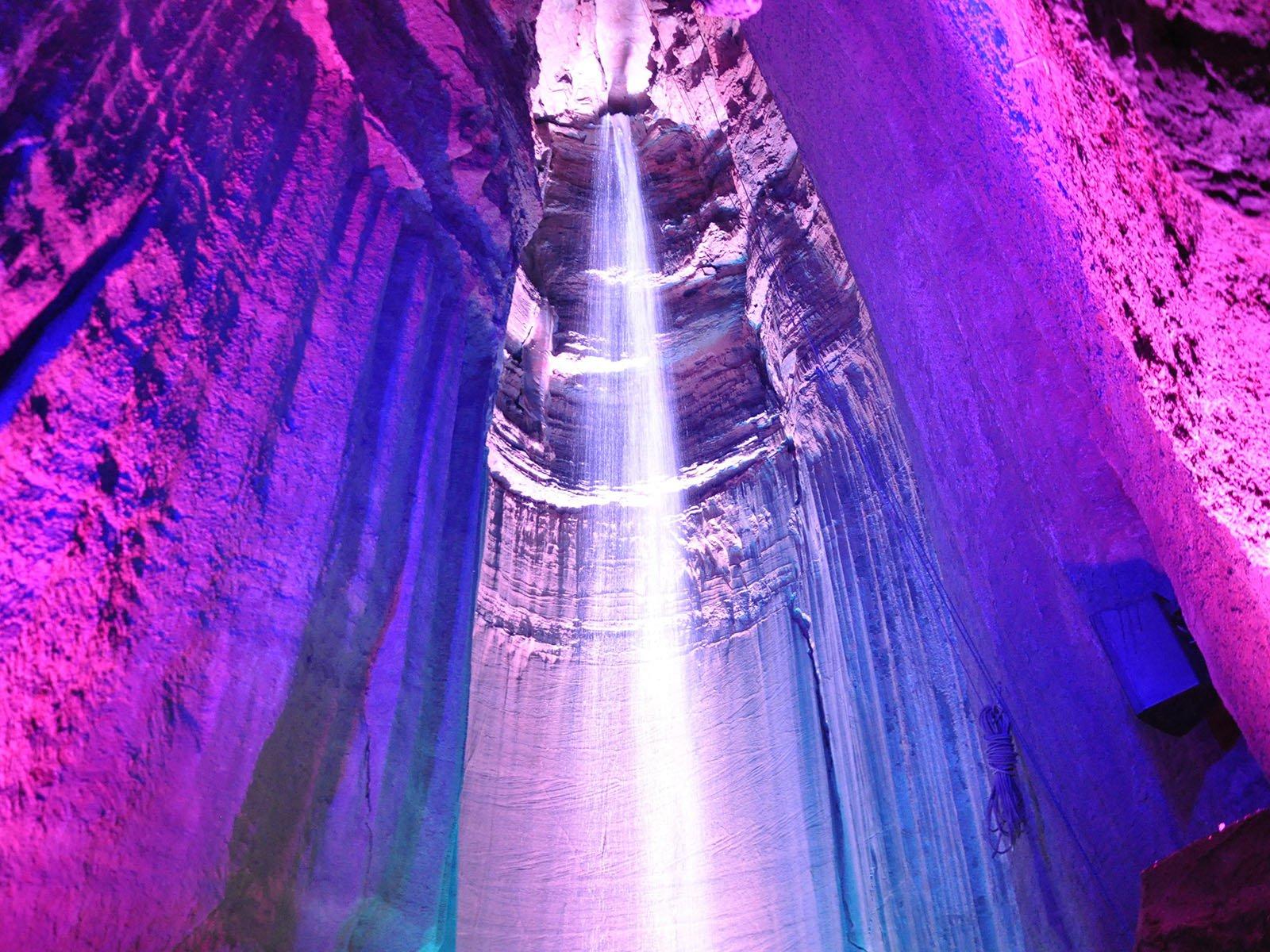 Руби Фоллс – подземный водопад