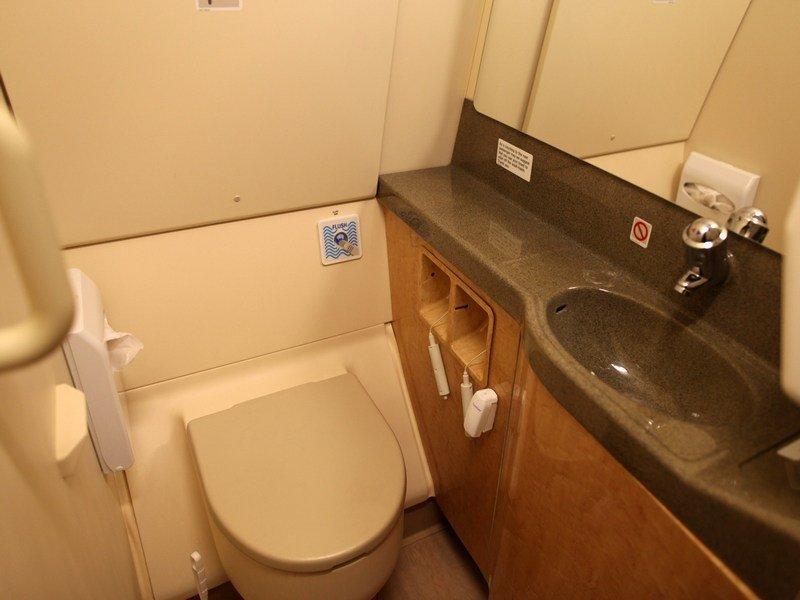 В корпорации «Boeing» изобрели уникальный самоочищающийся туалет