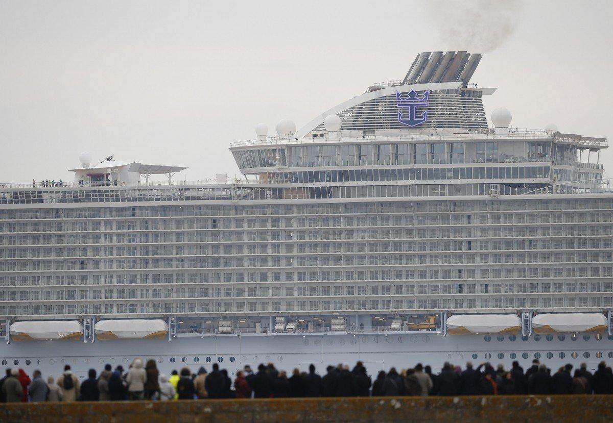 Крупнейший в мире круизный лайнер отправился в первое путешествие