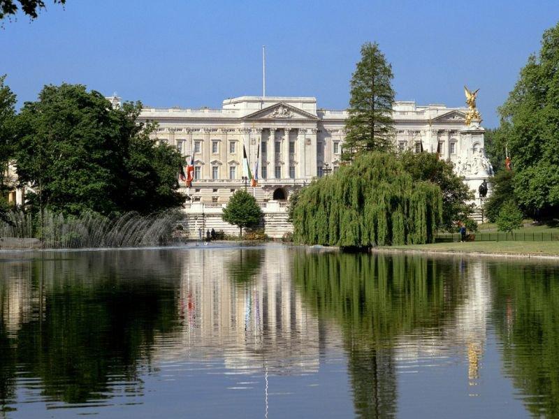 Букингемский дворец: история, описание, расположение и цены