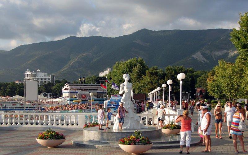 Тематические новые скверы в курортных зонах Геленджик и Дивноморское