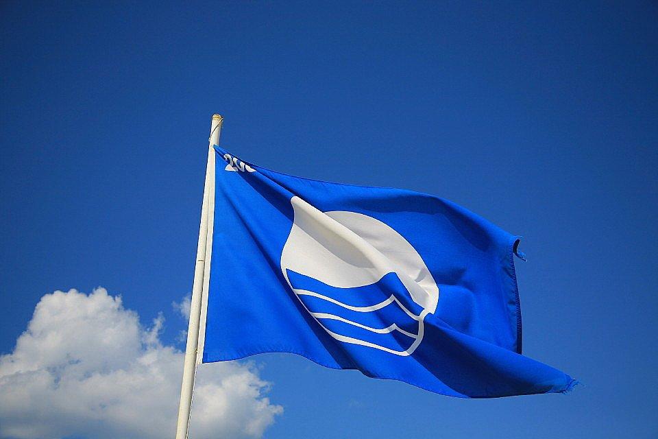 Первый российский пляж получил «Голубой флаг»