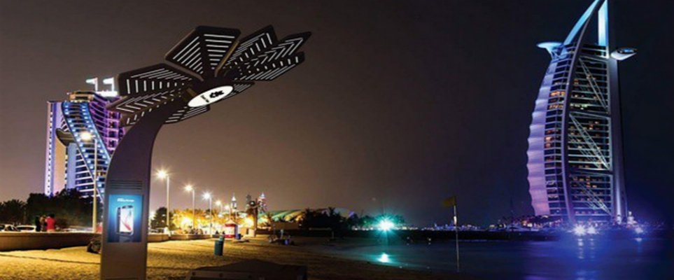 Туристы в ОАЭ смогут заряжать свои гаджеты от пальм