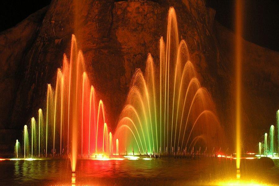 Танцующие фонтаны Кипра