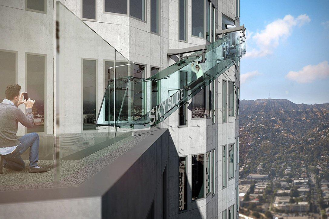 Посетителя банка в Лос-Анджелесе с 25 июня открылась невероятная возможность прокатиться с ветерком по SkySlide
