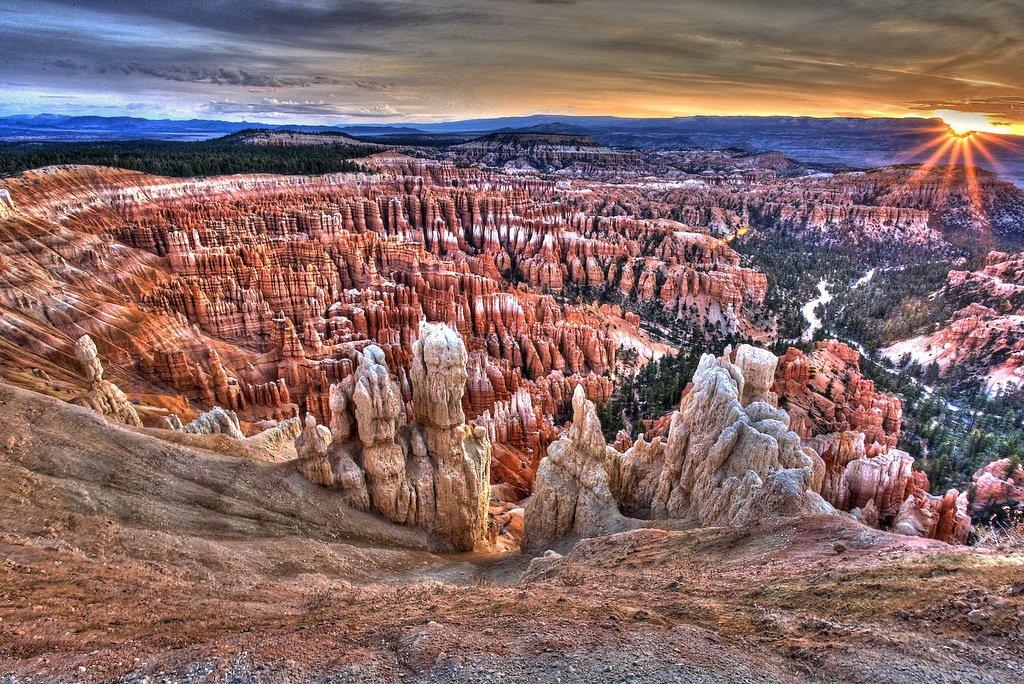 Брайс-Каньон в США — природный амфитеатр из скалистых горных пород