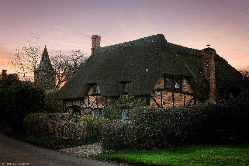 Малоприметную английскую деревню внезапно атаковали тысячи туристов